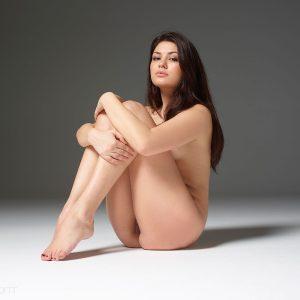 Beautiful nude curves of Lidia