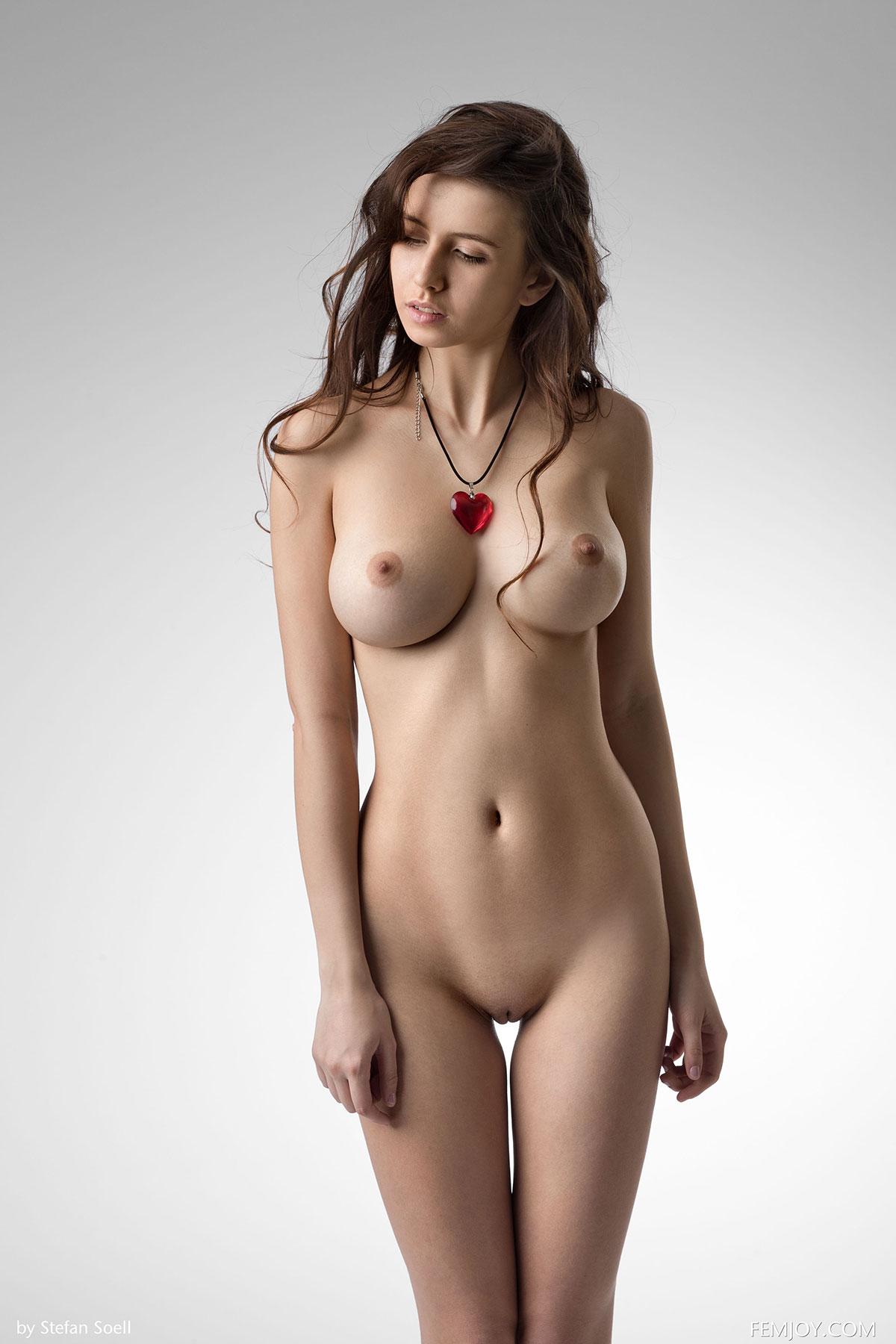 queen nude pussy model