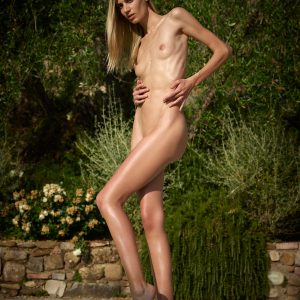 Francy Hegre nude model poolside